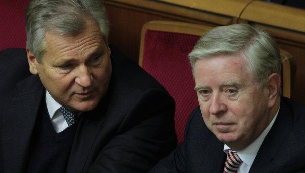 Представители миссии ЕП  Александр Квасьневский и Пэт Кокс