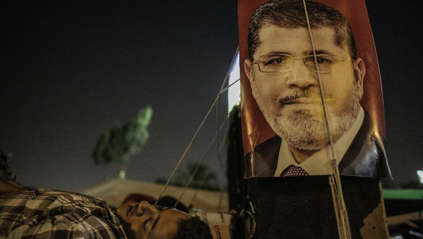 Столкновения сторонников Мурси и полиции начались в Каире