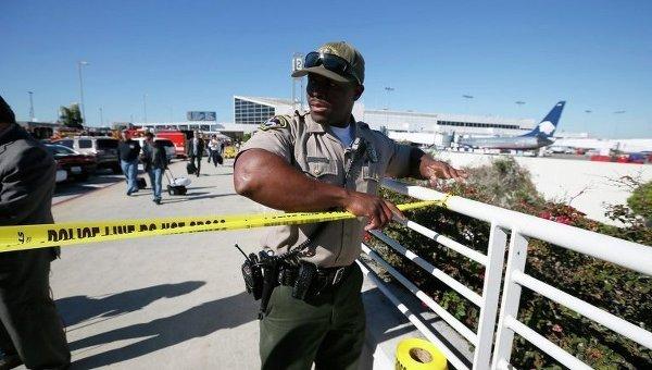 Полиция в аэропорту Лос-Анджелеса. Архивное фото