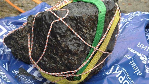 Подъем метеорита из озера Чебаркуль