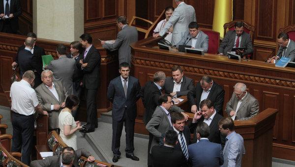 Оппозиция продолжает блокировать работу Верховной Рады