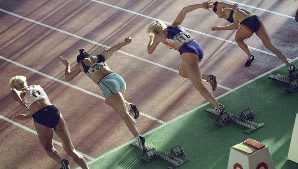 Спортсменки на старте забега
