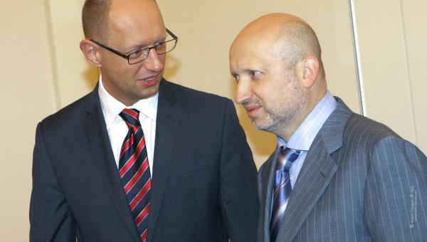 Лидеры объединенной оппозиции Батькивщина Арсений Яценюк и Александр Турчинов.
