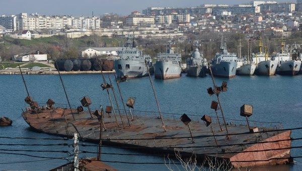 Корабли в одной из бухт Севастополя. Архивное фото