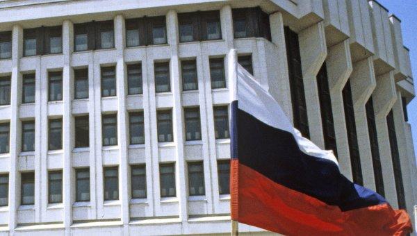 У здания Верховного Совета Крыма. Архивное фото