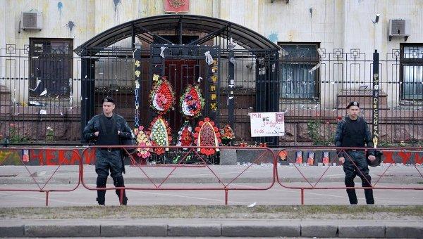 """""""Эрдоган - ху#ло"""", - посольство Турции в Москве забросали камнями и банками с краской - Цензор.НЕТ 3229"""