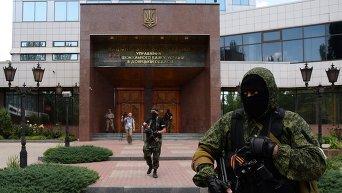 Вооруженные люди заняли здание управления НБУ в Донецке
