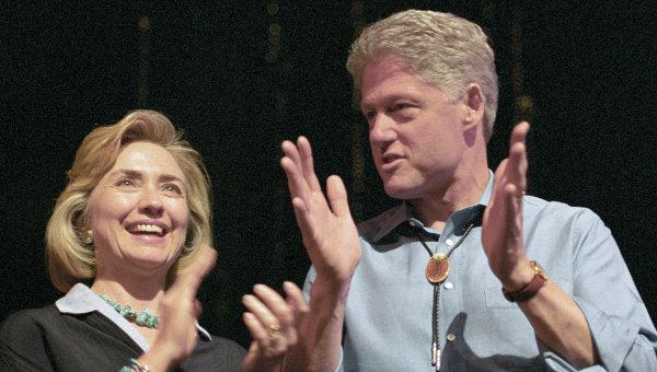 Клинтон с женой. Архивное фото