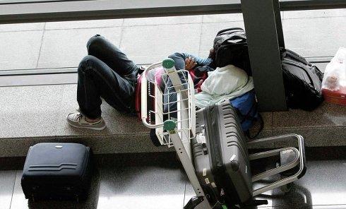 Пассажир ожидает вылета рейса