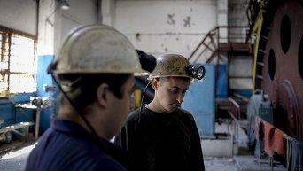 Шахтеры на шахте в Донбассе. Архивное фото