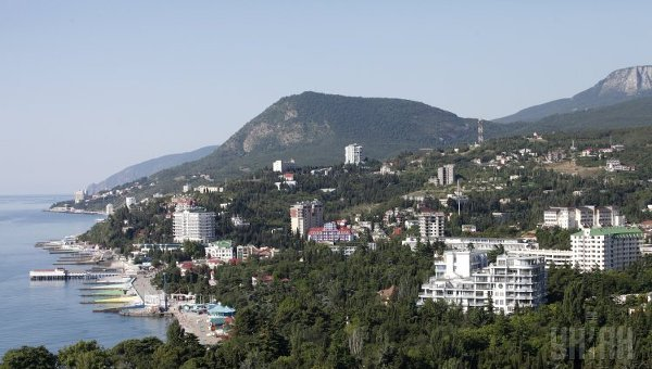Киев хочет ввести новые санкции против посетивших Крым политиков