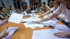 Подсчет голосов на выборах в Украине. Архивное фото