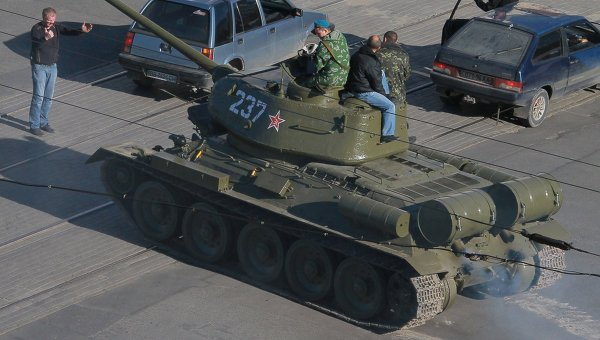 Танк Т-34 в Луганске