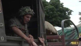 Военные оказывают помощь жителям Славянска