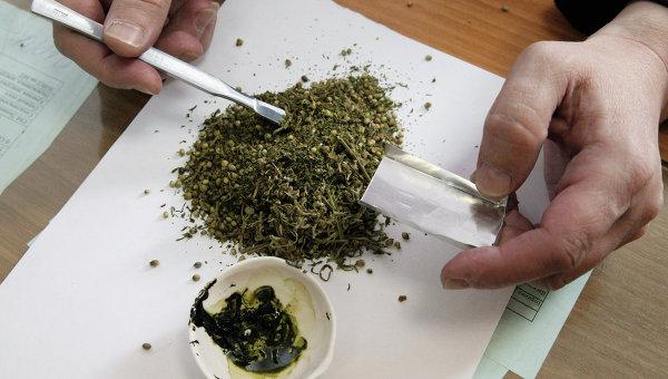 В Ужгороді затримали трьох чоловіків з марихуаною