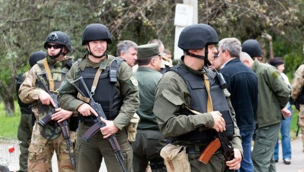 Силовики заявляют, что сужают кольцо вокруг Донецка и Луганска
