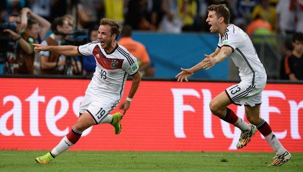 Игроки сборной Германии Марио Гетце (слева) и Томас Мюллер. Архивное фото