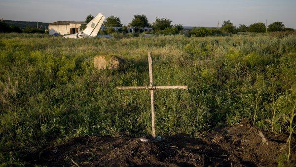 Могила под Луганском. Архивное фото