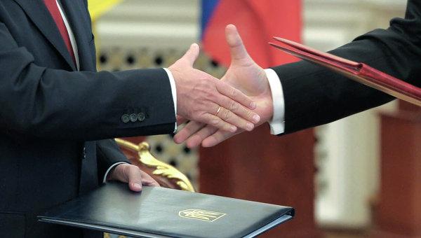 Договор. Архивное фото