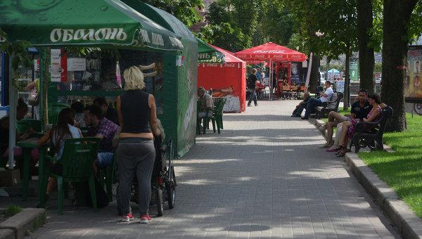 Уличная торговля в Киеве. Архивное фото