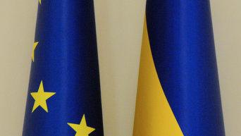 Флаги Украины и Евросоюза