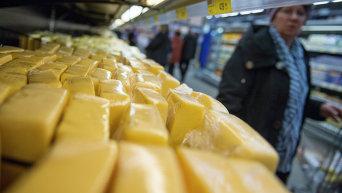 Украинский сыр на прилавке магазина в РФ. Архивное фото