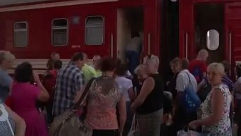 Жители Донецка массово покидают город. Видео