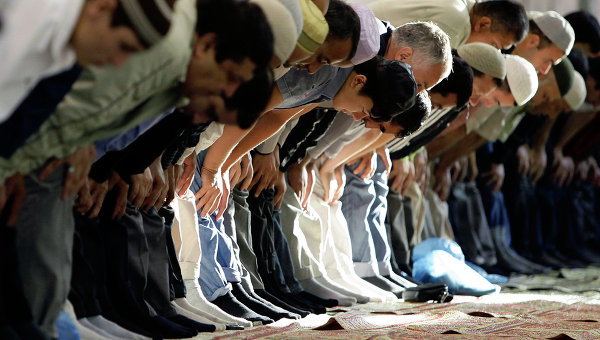 Молитва мусульман. Архивное фото
