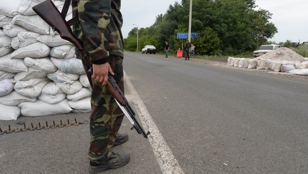 Блокпост ополченцев в городе Дебальцево Донецкой области. Архивное фото