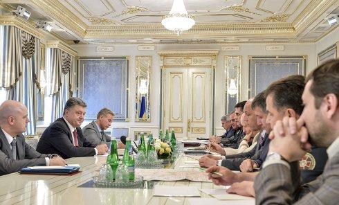 Президент Петр Порошенко на совещании с руководителями силовых ведомств. Архивное фото