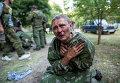 Украинский десантник, взятый в плен в ходе боя за город Шахтерск.