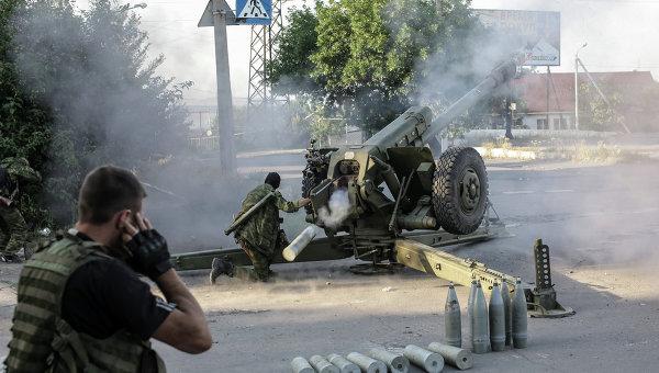 Ополченцы стреляют из гаубиц в Донецкой области