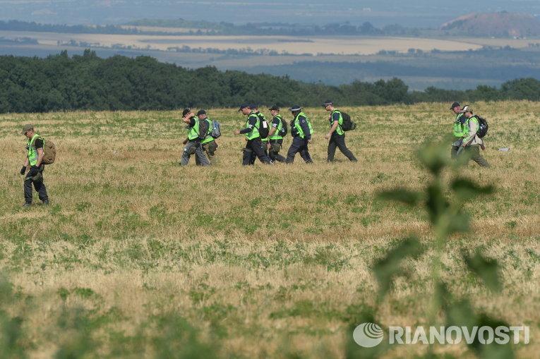 Эксперты и представители ОБСЕ работают на месте крушения Boeing