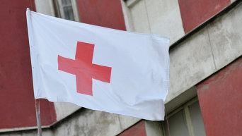 Флаг организации Красный крест. Архивное фото