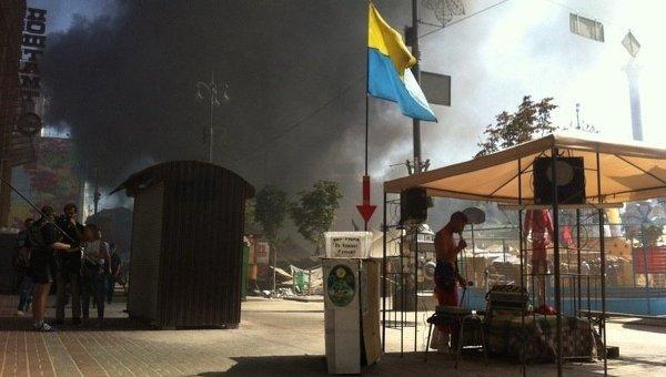 На Майдане Незалежности горят баррикады. С места событий