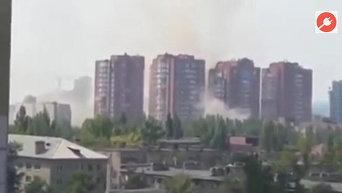 Многоэтажки Донецка попали под артобстрел. Видео