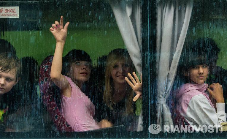 Жители Славянска отправляют детей из города