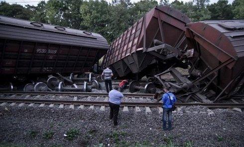 В Винницкой области 11 вагонов грузового поезда сошли с рельсов