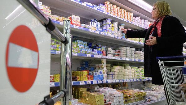 Продукция в супермаркете. Архивное фото