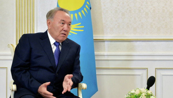 Президент Казахстана Нурсултан Назарбаев во время переговоров в Минске