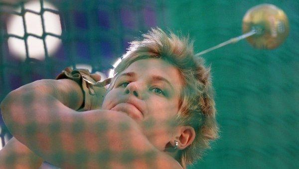 Анита Влодарчик. Метания молота. Архивное фото