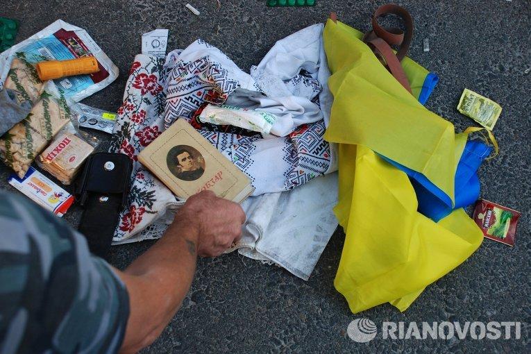 Личные вещи пленных украинских военных под Иловайском