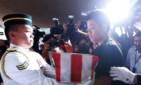 В Куала-Лумпур доставили прах погибших с рейса MH17