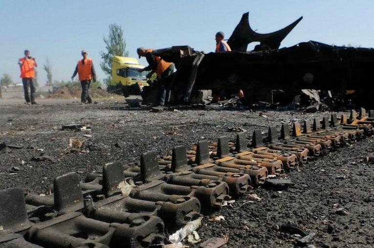Часть самоходной техники, разрушенной около украинского КПП близ Оленовки