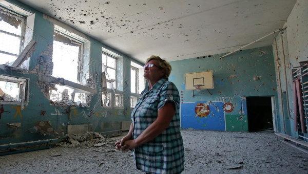 Повреждения в помещении  школы. Архивное фото