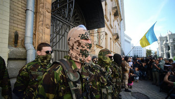 Бойцы Азова, Айдара, Днепра и Донбасса провели пикет у АП в Киеве