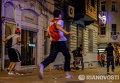 Демонстранты бегут от полиции при разгоне протестов в Стамбуле