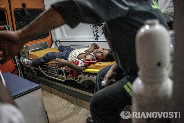 Раненный в результате столкновений с полицией в машине скорой медицинской помощи