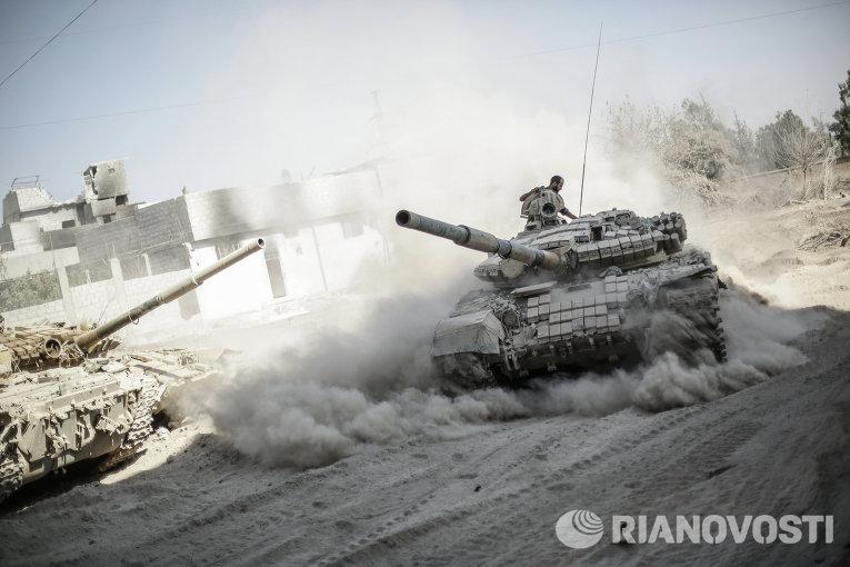 Военнослужащие сирийской армии в пригороде Дамаска Джоббар, где идут бои с мятежниками