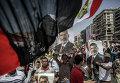 Сторонники свергнутого президента Египта Мухаммеда Мурси в палаточном лагере у мечети Рабиа Аддавия в Каире
